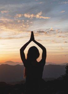 vrouw reiki meditatie